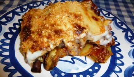 Moussaka met aardappel, aubergine en courgette