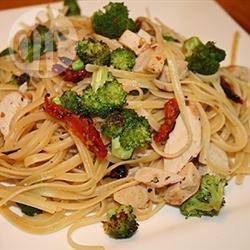 Tagliatelle met kip en groenten in roomsaus recept