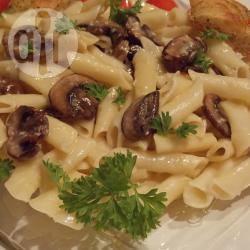 Makkelijke pasta met champignonroomsaus recept