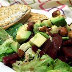 Salade van avocado, rode biet en rucola met chevre tartine recept ...