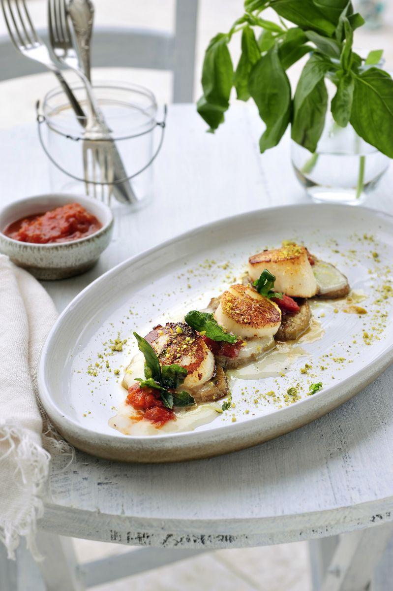 Recept 'sint-jakobsvruchten met aubergine en gepofte basilicum ...