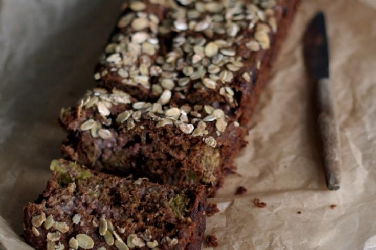 Aardbei-rabarberbrood met speltbloem