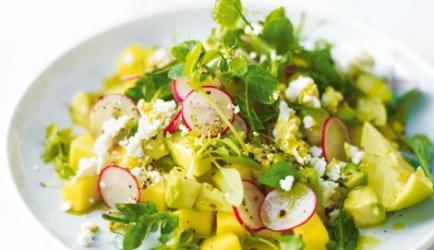 Salade van mango, feta en avocado