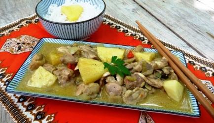 Kruidige kip kerrie met ananas en champignons recept
