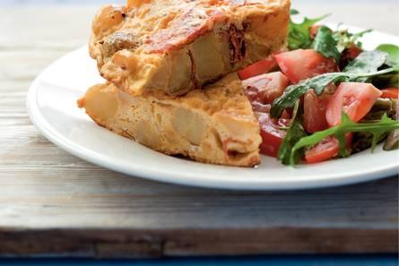 Aardappeltortilla met tomatensalade