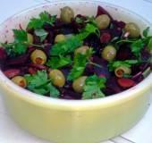 Rode biet met olijven en kappertjes recept