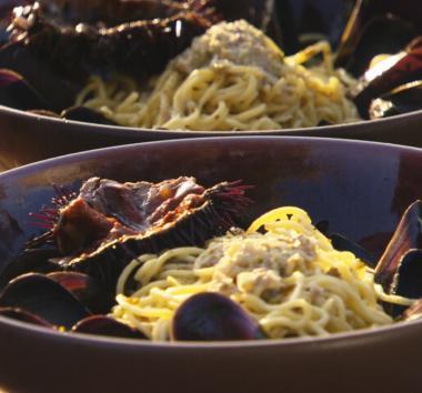 Recept 'pasta met mosselen, pistache en zee-egel'