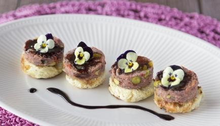 Suikerbroodrondjes met wildpaté en balsamicostroop recept ...
