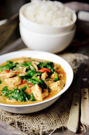 Recept 'kip met verse spinazie en pindasaus'