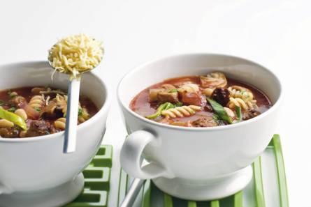 Italiaanse maaltijd-tomatensoep