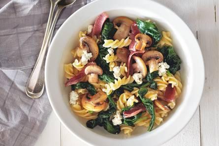 Fusilli met rauwe ham en champignons