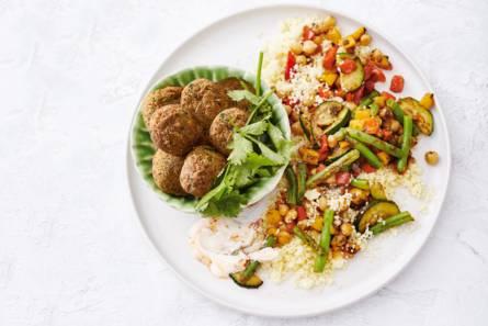 Marokkaanse couscous-falafelschotel