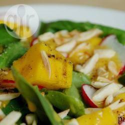 Salade met gegrilde mango en spinazie recept