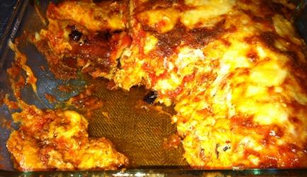 Lasagne met aubergine met parmezaanse kaas. (lasagne con ...