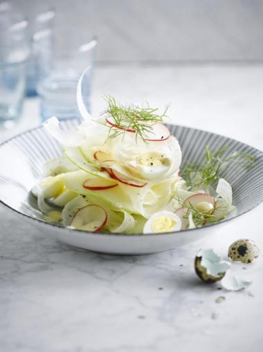 Recept 'venkel-appel-salade met kwarteleitjes'