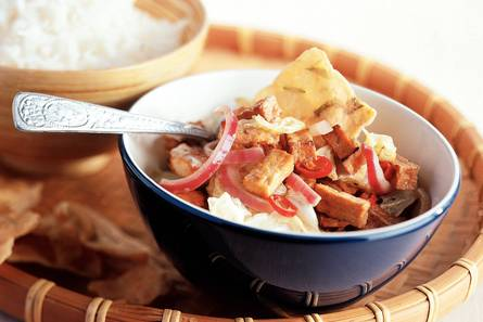 Roergebakken chinese kool met pittige tofu