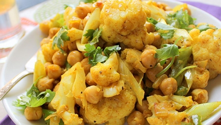 Curry van bloemkool en kikkererwten met gekruide rijst recept ...