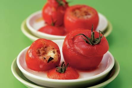 Tomaatjes uit de oven gevuld met mozzarella