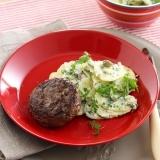 Duitse biefstuk met frisse aardappelsalade recept