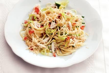 Spaghetti met makreel en oude kaas