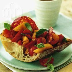Bruschetta met chorizo, paprika en tomaat recept