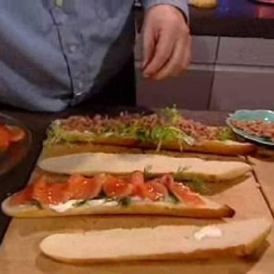 Stokbrood sandwich met garnalen en zalm recept