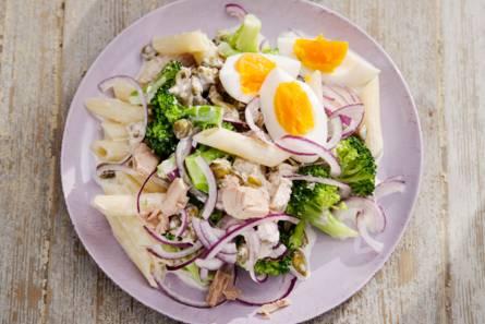 Pastasalade met broccoli & tonijnsaus