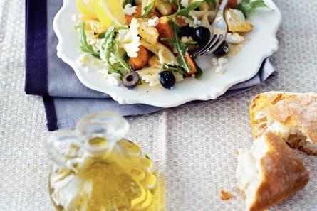 Pastasalade met geroosterde groenten en geitenkaas