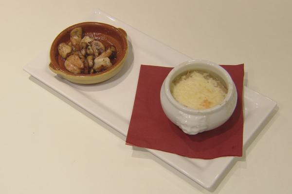 Scampi's en champignons in kruidenboter en uiensoep