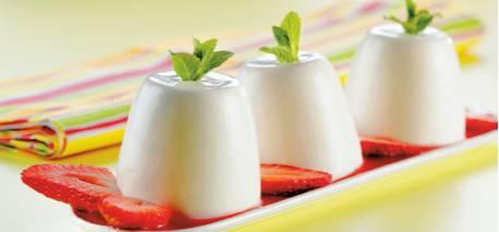 Panna cotta met aardbeiensaus recept