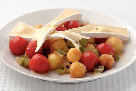 Zomerse aardappelsalade met brie