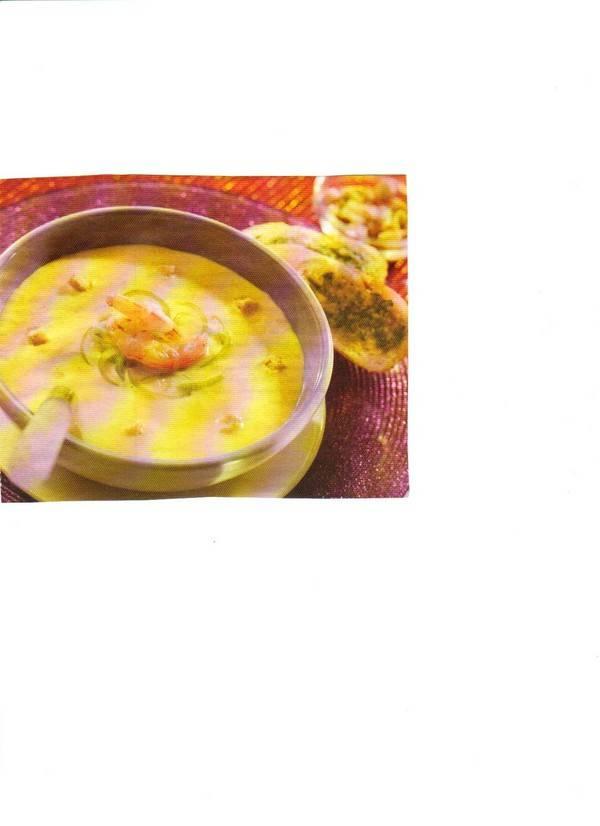 Romige preisoep met kerrie en garnalen recept