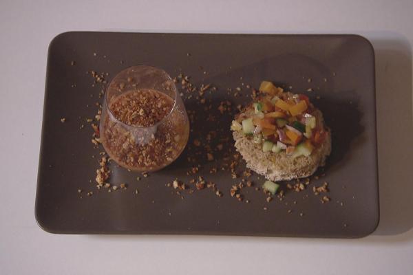 Gazpacho met chorizocrumble en toastjes met groentensalsa