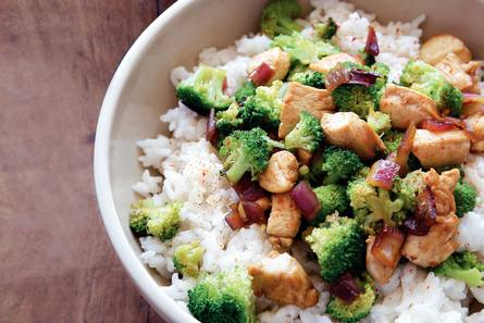 Pittige kip-broccolischotel