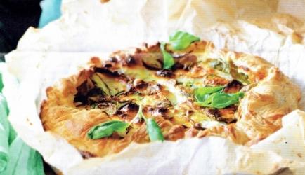 Hartige taart met courgette, basilicum en geitenkaas recept ...