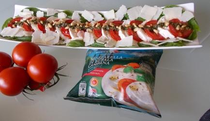 Salade caprese à la petra tomaat  mozzarellasalade recept ...