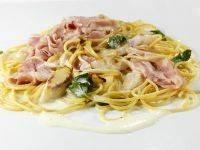 Pasta met asperges, ham en parmezaansaus recept