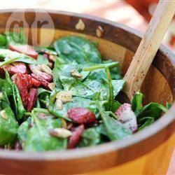 Salade van spinazie en aardbeien recept