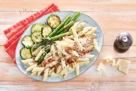 Pasta carbonara met courgette en groene asperges