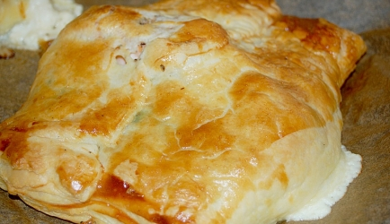 Kadootje in bladerdeeg, zalm, feta en spinazie recept