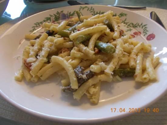 Pasta met groene asperges, ham en magor recept