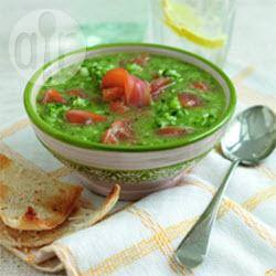 Groene gazpacho met gerookte zalm recept