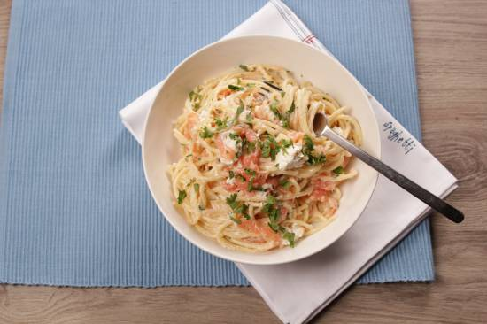 Spaghetti met feta , gerookte zalm en een saus van whisky recept ...