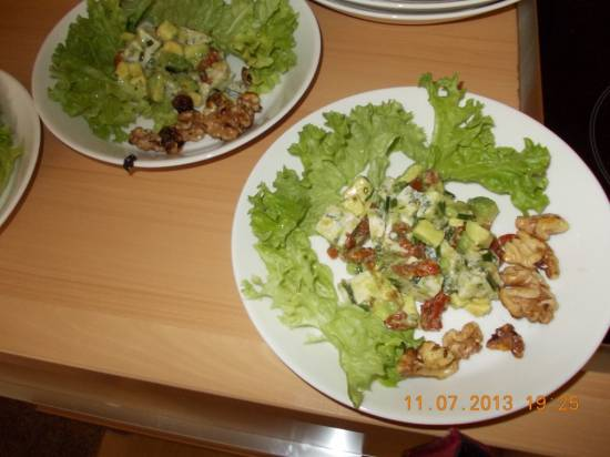 Salade van avocado, gorgonzola, gedroogde tomaten en noten ...