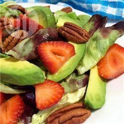 Avocadosalade met aardbeien recept