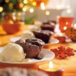 Chocoladecakejes met zachte vulling en ijs recept
