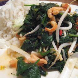 Gewokte garnalen met spinazie recept