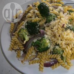 Pasta met broccoli en spek recept