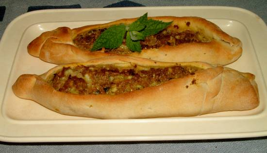 Kiymali ekmek (turkse gehakt broodje) recept