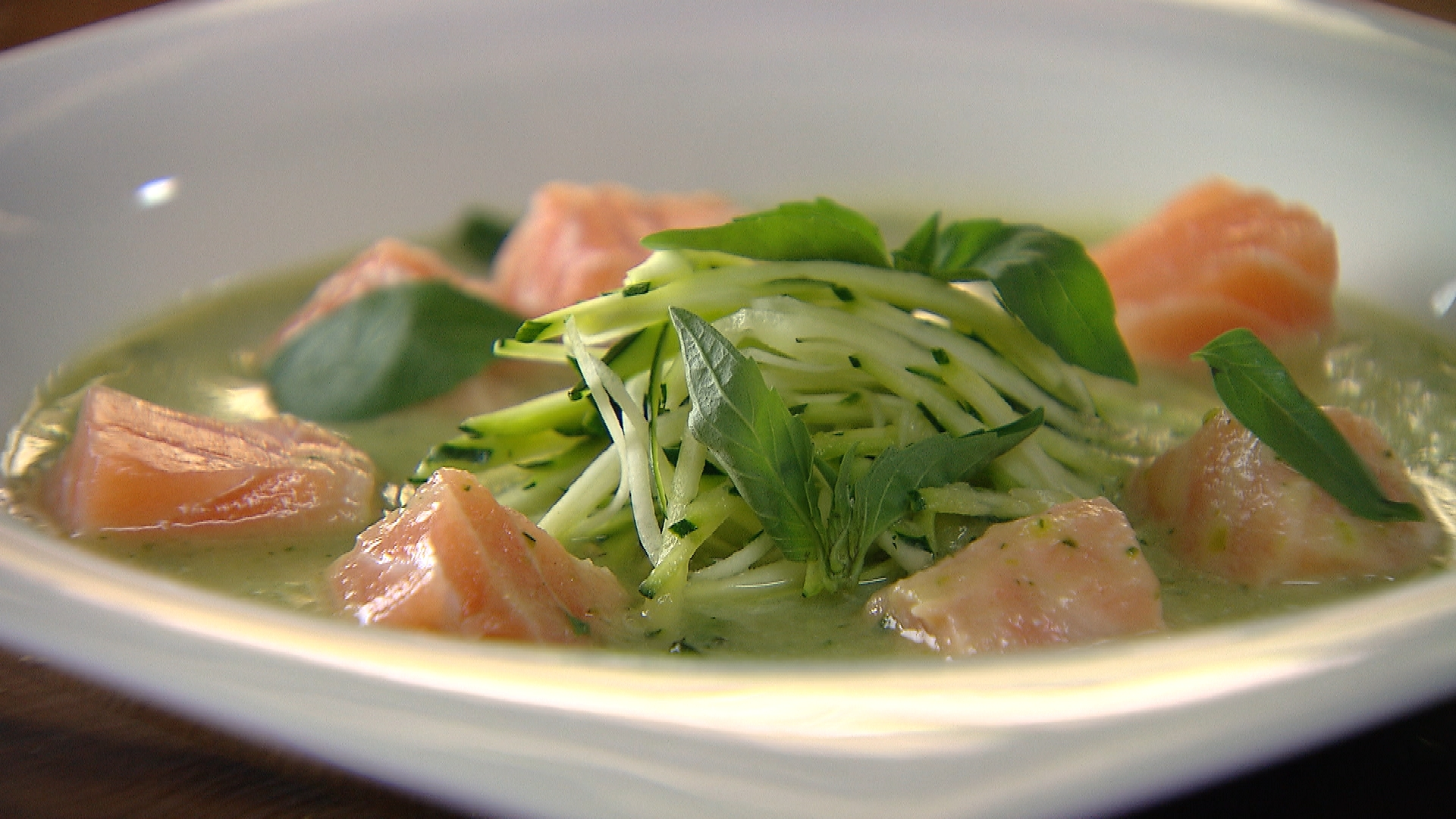Warme courgettesoep met zalm